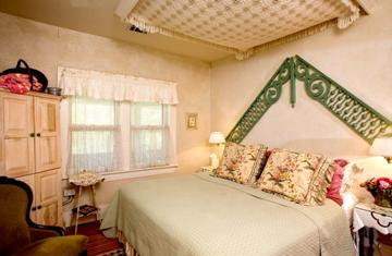 hidden hollow bed and breakfast suite
