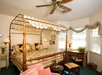 hearthstone bed and breakfast canopy bedroom