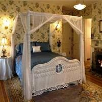 bridget's suite canopy bed