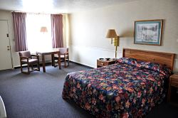 queen room single at manti country village motel in manti utah