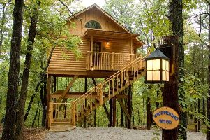 Whispering Wood treehouse