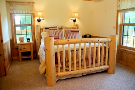 Tauchek's Log Home Bed and Breakfast Pine Lodge Room