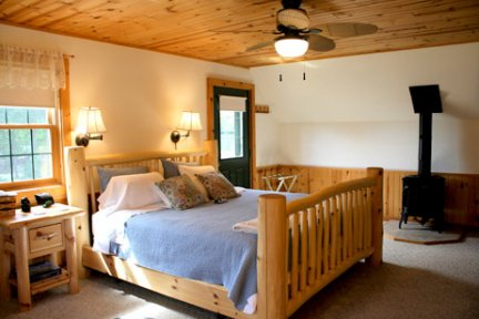 Tauchek's Log Home Bed and Breakfast Bear Room