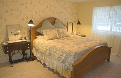 joy room bed and nightstand and lamps