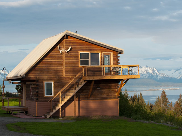 Log cabins and vacation rentals overlooking kachemak bay for Alaska cottage
