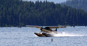 Float planes on the lake