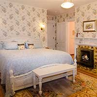 bridget's suite canopy bed