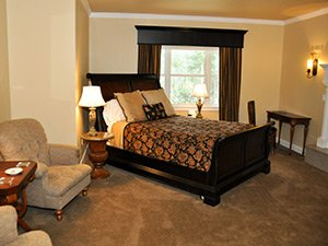 Summer Creek Inn Suite 2