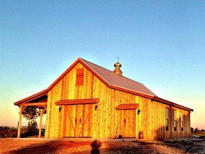 White house barn
