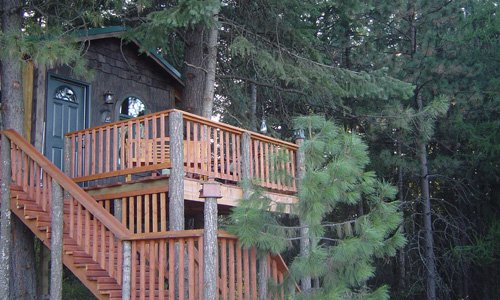 Treehouse Terrace accommodations at American Country Bed and Breakfast