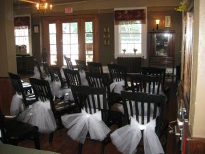 dining room decorated for a wedding