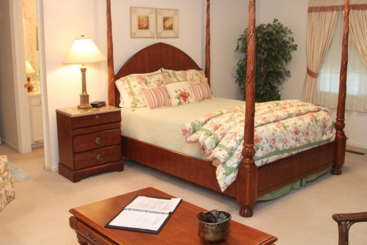 Four poster queen bed in the Kedwallen Suite at The Willows Inn
