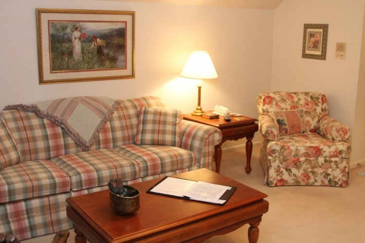 Sofa or chair in Kedwallen Suite at The Willows Inn