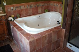 ultra bath whirlpool in Robin Suite bathroom