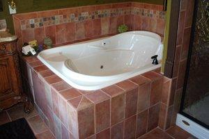 ultra bath whirlpool in Robin Suite bathroom