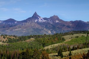 view of pilot and index peaks from the beartooth pass