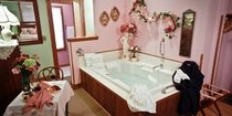 jacuzzi tub and table