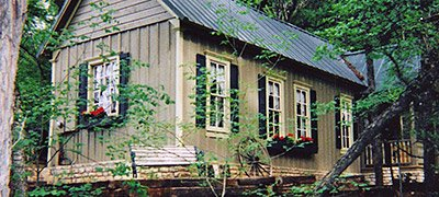 Cabins rates country woods inn glen rose bed and for Texas cabins in the woods