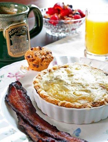 Breakfast at Pleasant Street Inn