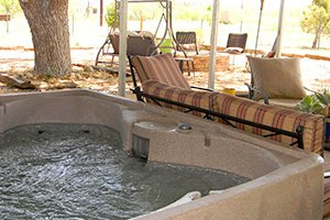 hot tub at Vara Guest House in Garden City, Texas