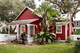 Cute Red Cottage at Night Swan bed and breakfast in New Smyrna Beach, Florida