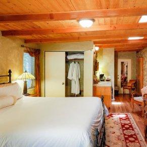 gecko room in Emerald Iguana Inn in Ojai, California