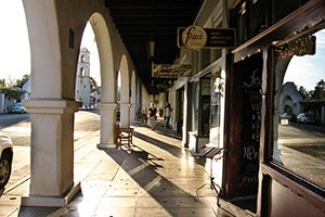 downtown Ojai near Emerald Iguana in California By Ken Lund [CC-BY-SA-2.0 (http://creativecommons.org/licenses/by-sa/2.0)], via Wikimedia Commons