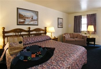 king beds in Carriage House Motor Inn in Strasburg, Pennsylvania