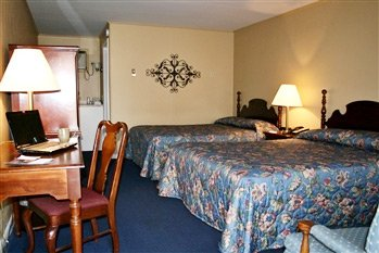 two queen beds in Carriage House Motor Inn in Strasburg, Pennsylvania