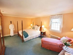 Lincoln room at Adair Inn in Bethlehem, New Hampshire