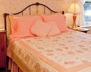 Pink Room at The Neumann House Bed and Breakfast in Prairie Du Chien Wisconsin