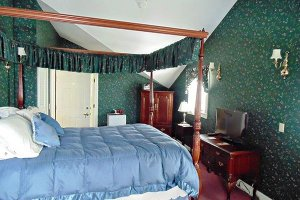 Sloan Room at William Seward Inn in Westfield, NY