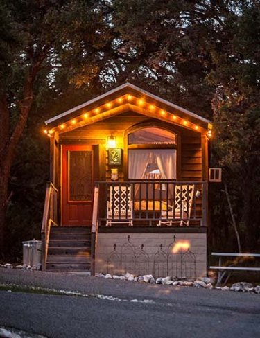 The Cabins At Red Rock Is A Cozy Rural Fredericksburg Bed