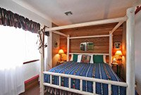 Pine Cone Cottage at Emerald Dreams at Whispering Pines Bed & Breakfast in Norman OK