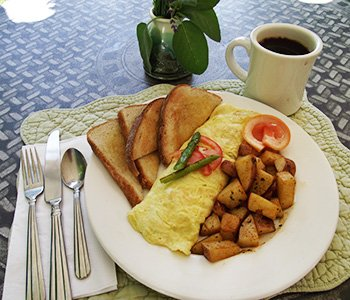 Breakfast at Ispwich Inn in Massachusetts