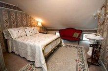 Sarah's Suite at Historic Emig Mansion