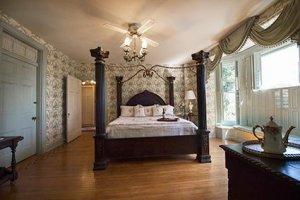 Emig Master Suite at Historic Emig Mansion