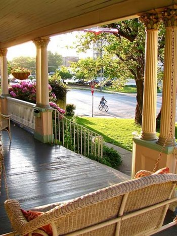 Porch at Walnut Street Inn in Springfield, Missouri