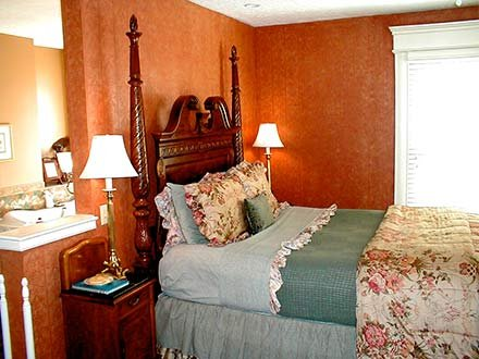 Finley Room in Walnut Street Inn in Springfield, Missouri