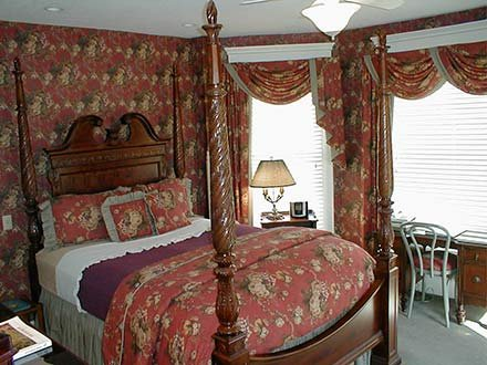 Jordan Room in Walnut Street Inn in Springfield, Missouri