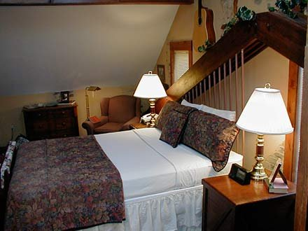 Robertson Room in Walnut Street Inn in Springfield, Missouri