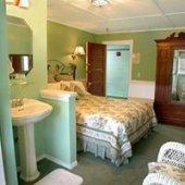 Chickadee Room at Kangaroo House in Orcas Island, WA