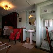 Nuthatch Room at Kangaroo House in Orcas Island, WA