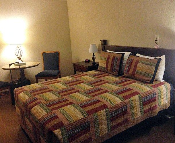Queen Room at Kansas Country Inn