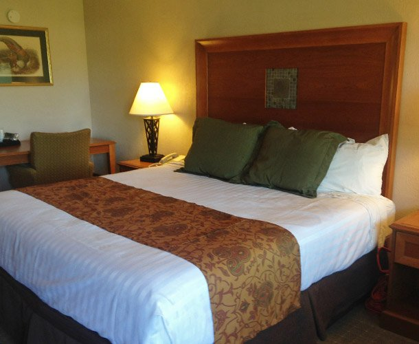 King Bed at Lodge at Russell