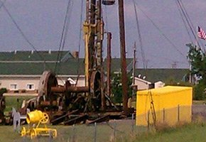Oil Rig in Russell Kansas - Photo by Fubar007