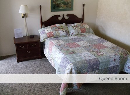 Queen Room at Temple View Lodge
