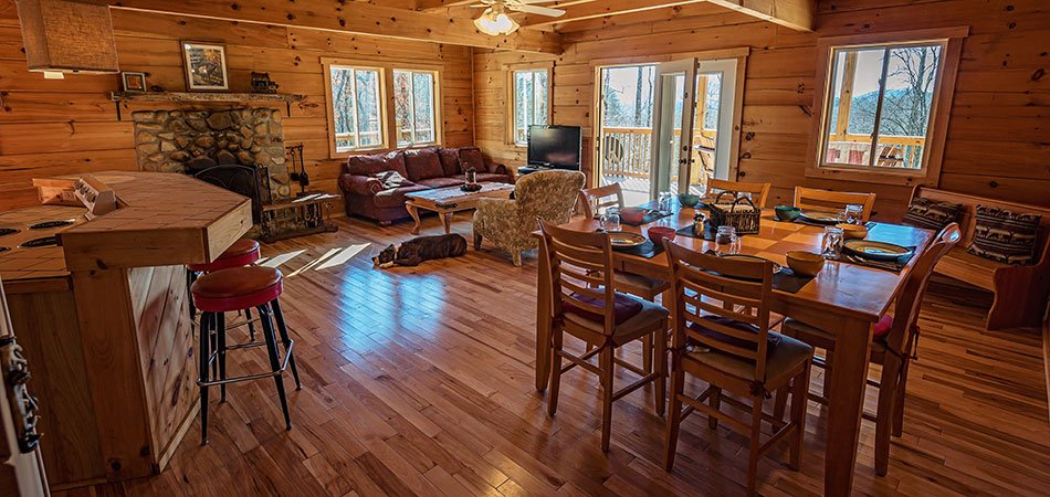 Main Floor Log Cabin in Smoky Mountain in Sevierville  TN. Smoky Mountains Cabin Vacation Rental   Log Cabin in Smoky Mountain