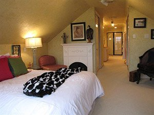 Ensuite Room at Quiet Oaks Bed and Breakfast