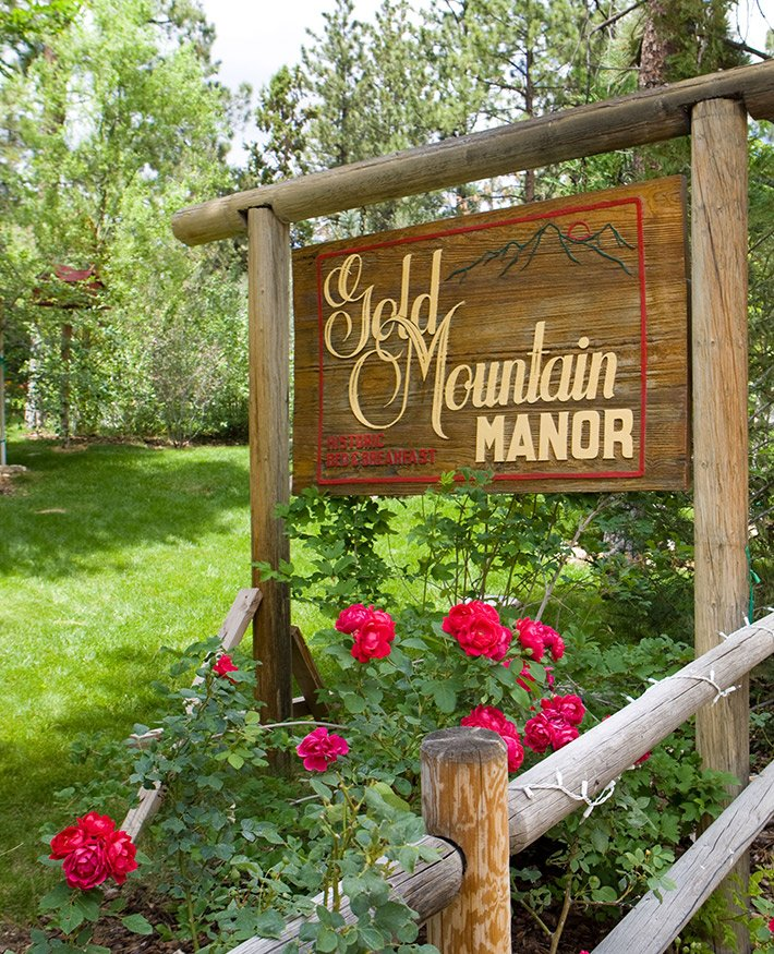 Sign at Gold Mountain Manor